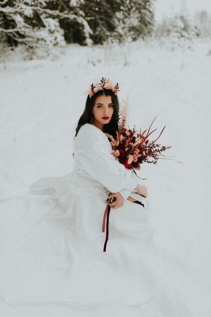 okrycie wierzchnie dla panny młodej ciepły biały sweter