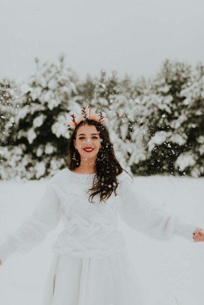 zimowy ślub i panna młoda w śniegu