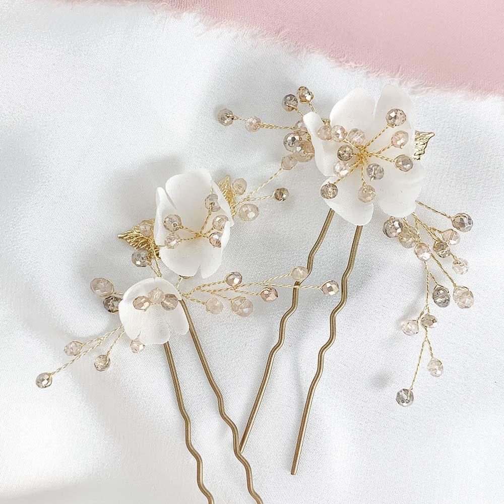 ślubne złote spinki do włosów z kwiatami